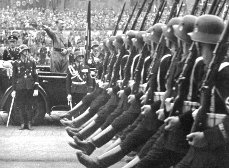 hitler saluting his troops